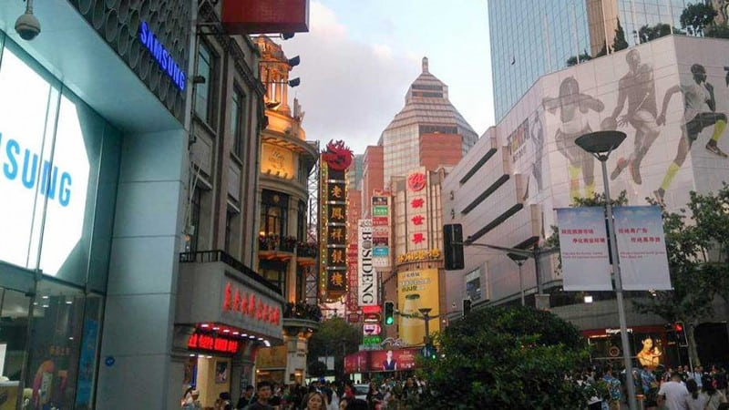 Shanghai itinerary is incomplete without visiting Nanjing Road.